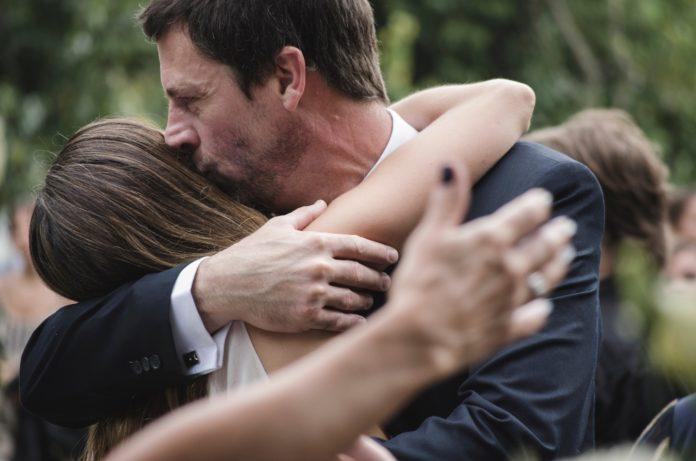 helping them cope through divorce - halfhalfparenting.com